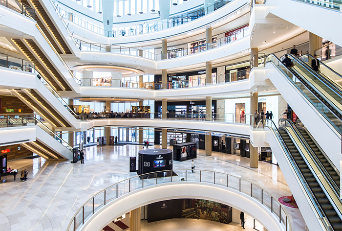 Los centros comerciales sufren un ligero retroceso de público