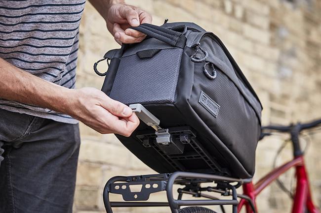Bontrager introduce el soporte MIK en bolsas y portabultos