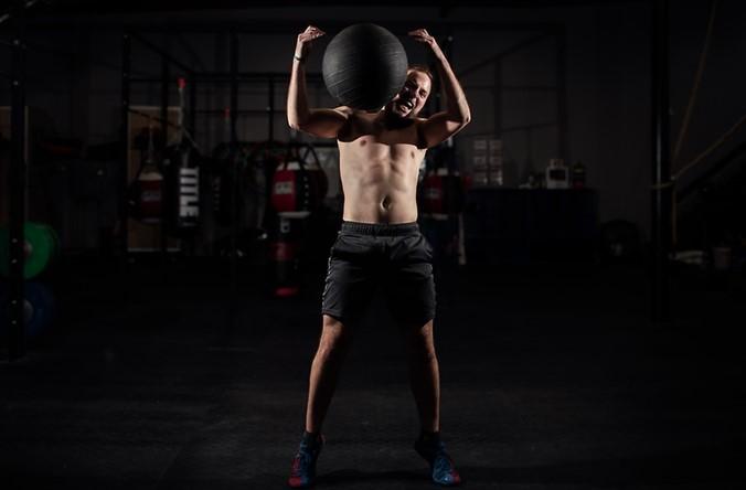 Qué es mejor: ¿levantar más o menos peso en el gimnasio?