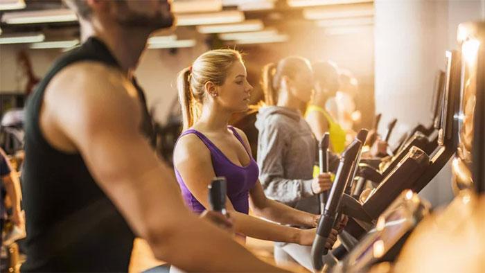 Un tercio de trabajadores Millennials aprovecha la hora de la comida para ir al gimnasio