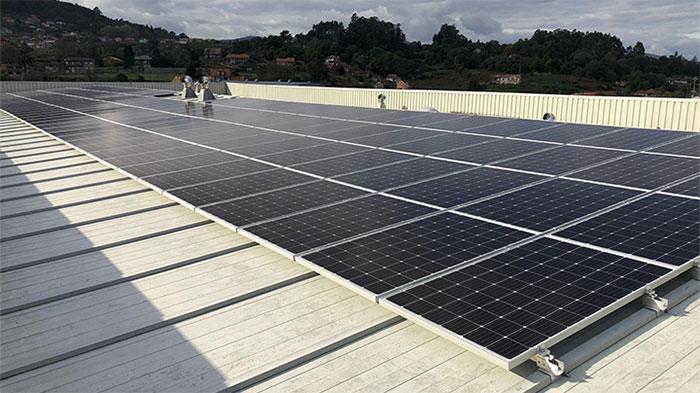 New Balance Iberia instala una planta fotovoltaica en sus instalaciones