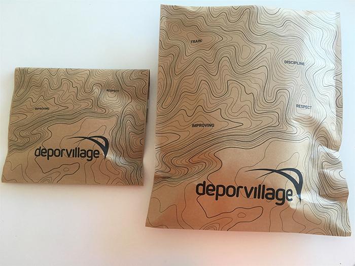 Deporvillage sustituye el embalaje de plástico por sobres de papel reciclado