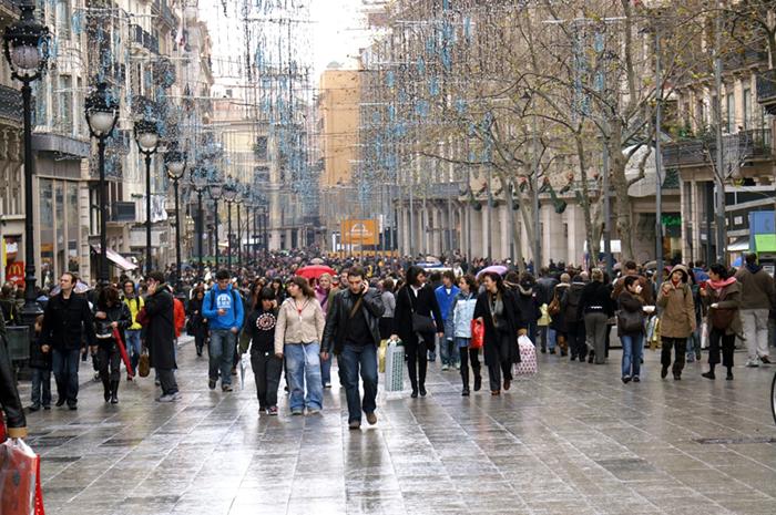 Sólo el 26% del comercio catalán ganó más en 2019