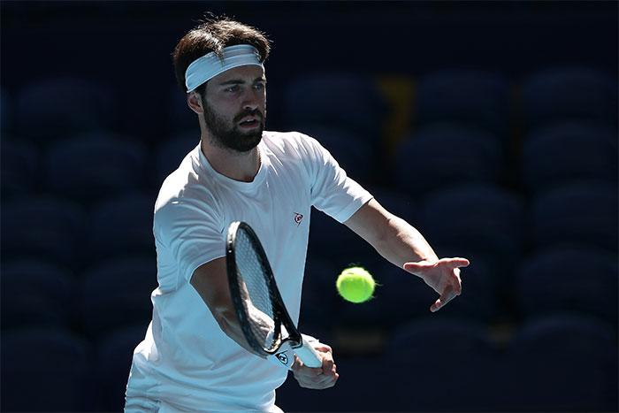 Dunlop lanza nueva colección de ropa de tenis y ficha a Nikoloz Basilashvili