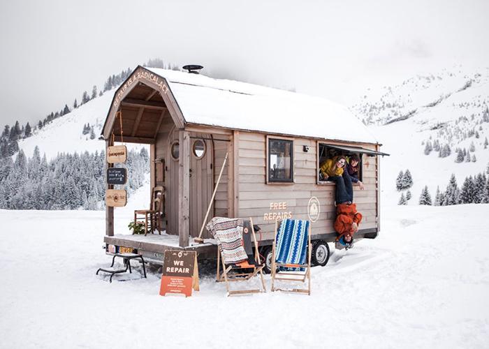Patagonia vuelve a arreglar prendas de esquí en las principales estaciones europeas