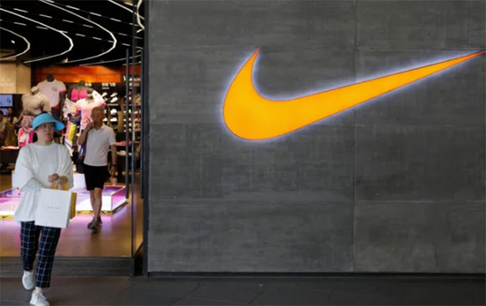 Nike cierra la mitad de sus tiendas en China por el Coronavirus