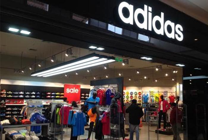 Adidas y Reebok se suman al cierre de tiendas en Europa y América del Norte