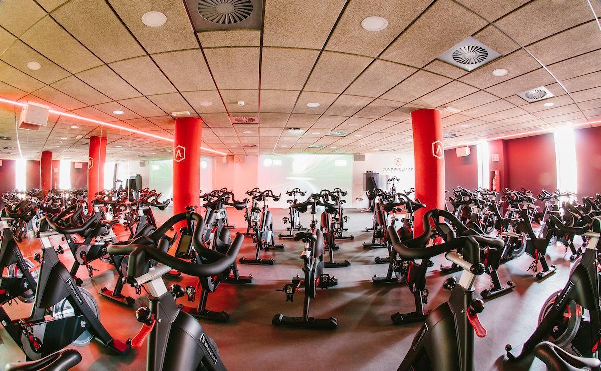 Cosmopolitan Wellness cede sus bicicletas indoor a los futbolistas del Elche