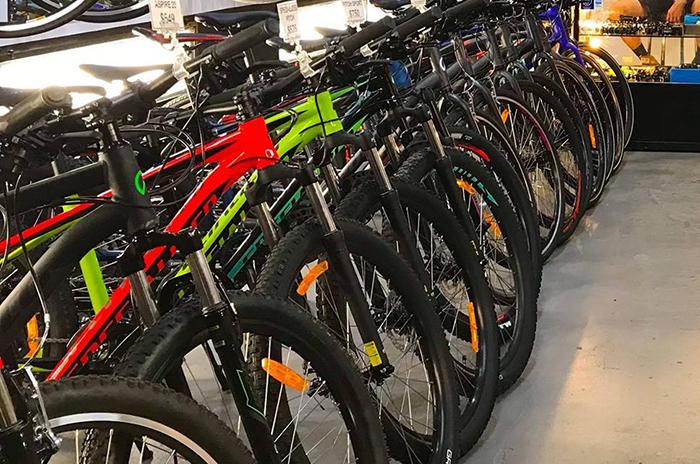 Las tiendas de ciclismo, inquietas por el 'frenazo' en la afluencia de público