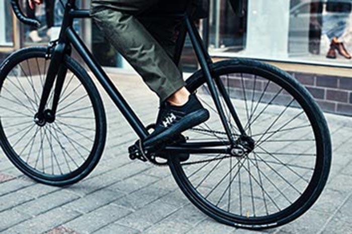 Helly Hansen presenta su nuevo pantalón urbano impermeable