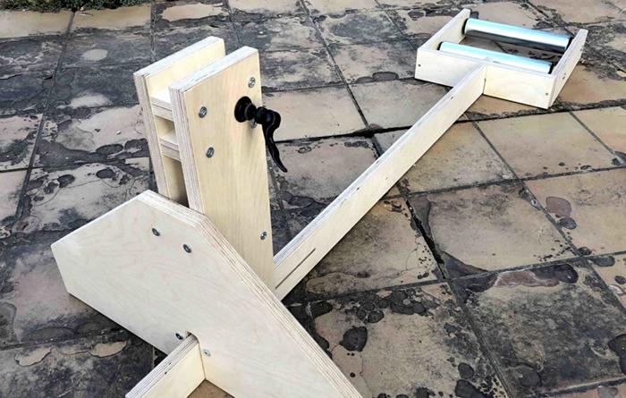 Clinicbikes planta cara a la falta de rodillos creando un modelo propio de madera