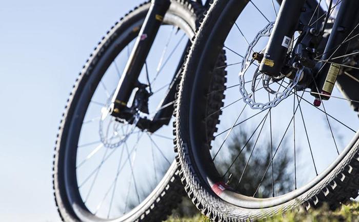 Las marcas de ciclismo aplazan o 'congelan' sus presentaciones 2021