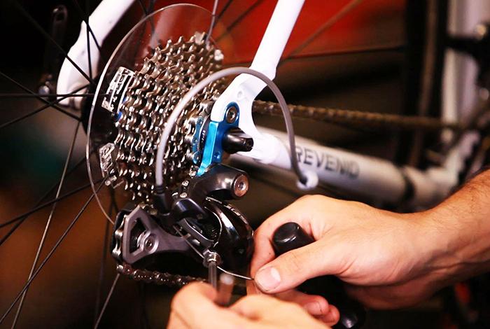 El Ministerio de Industria aclara que las bicis se pueden reparar con recogida y entrega a domicilio