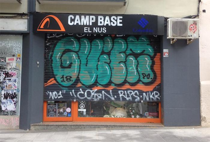 Camp Base reabre parcialmente sus tiendas