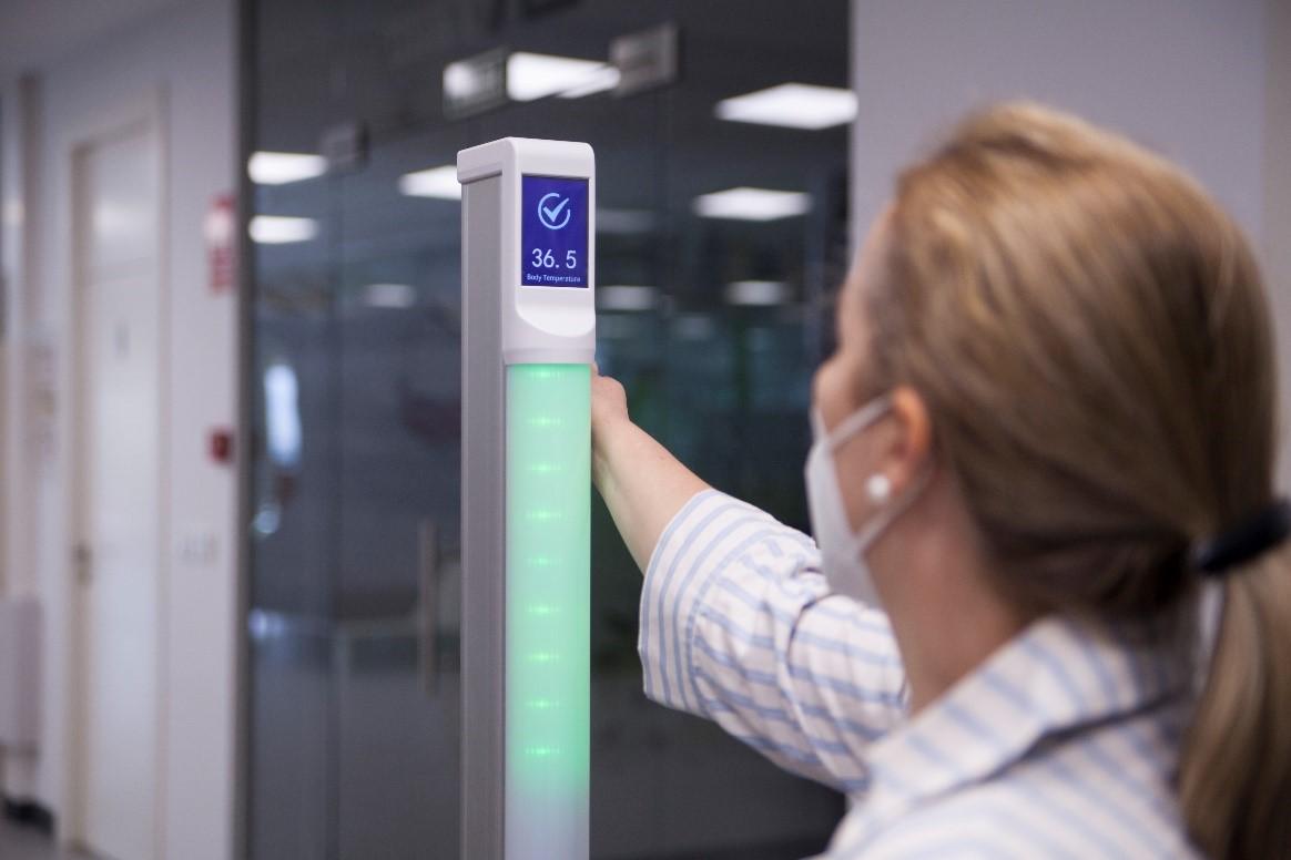 B+SAFE lanza un control de temperatura en un segundo desde la muñeca y sin contacto