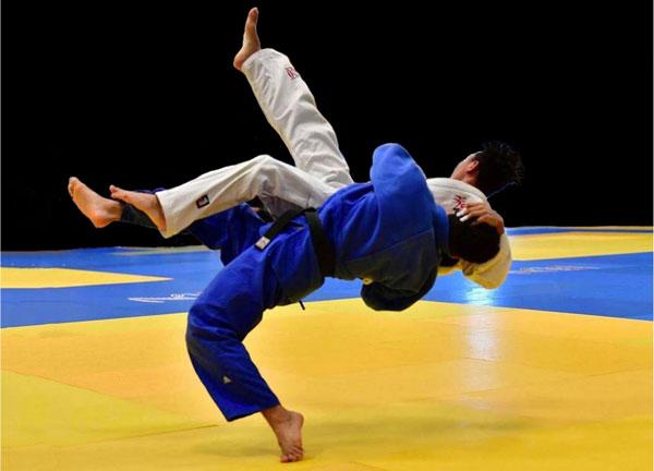 Los deportes de lucha intentan sobrevivir evitando el contacto