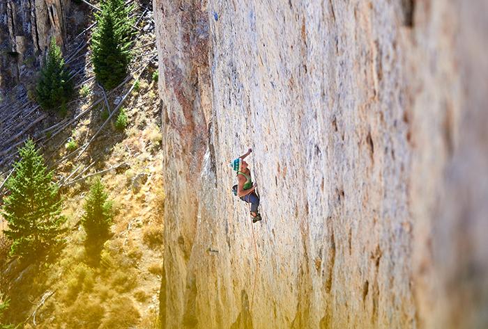Salewa incorpora a la escaladora Eline Le Menestrel a su equipo de atletas