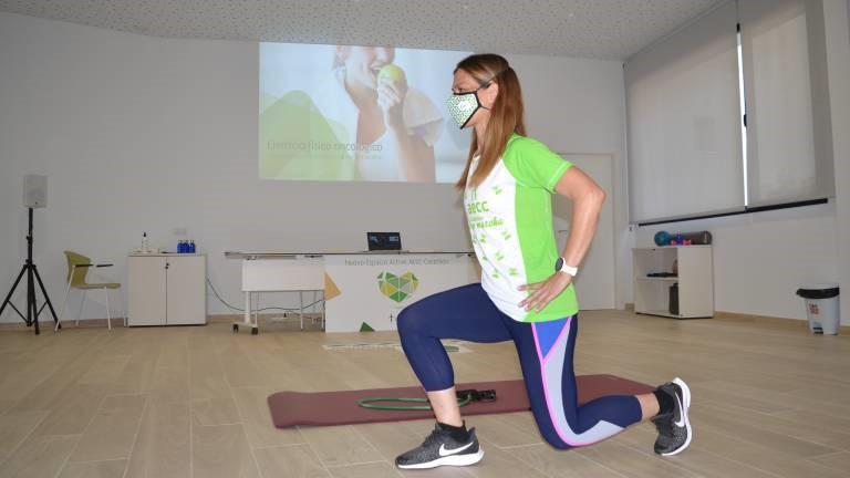 Estrenan un programa online de ejercicio físico oncológico