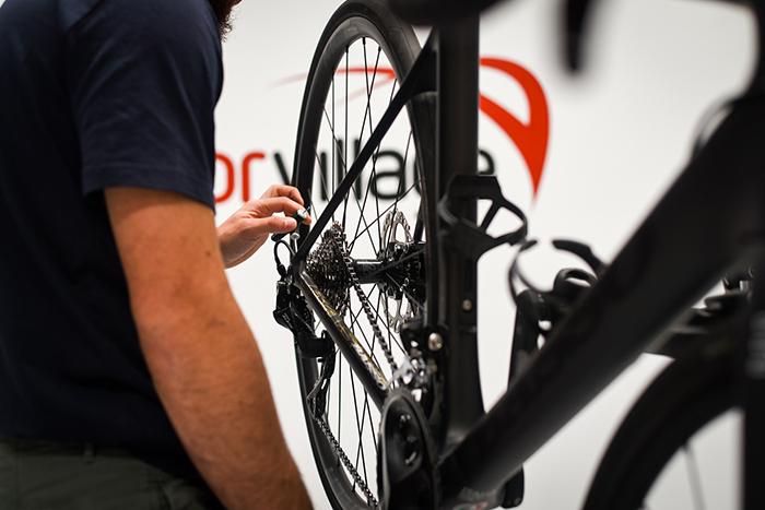 Deporvillage pone en marcha su propio taller de bicicletas