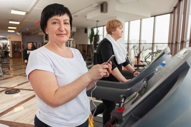 Evalúan los beneficios del ejercicio físico y los wereables contra la osteoporosis