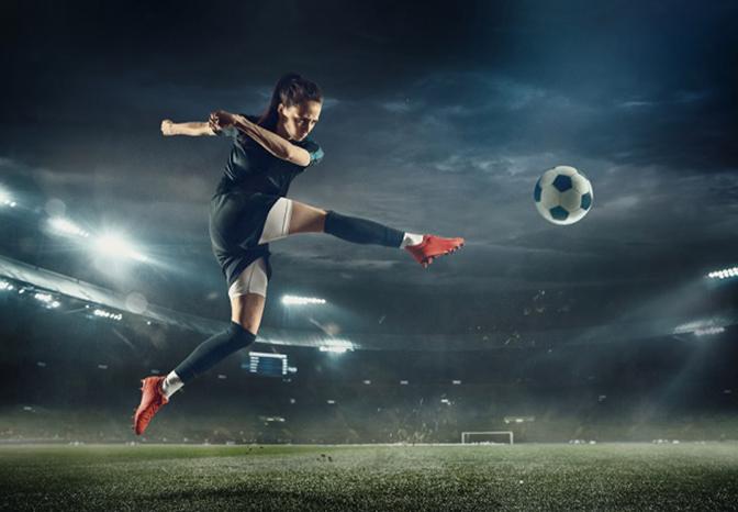 El Gobierno se compromete a profesionalizar el fútbol femenino