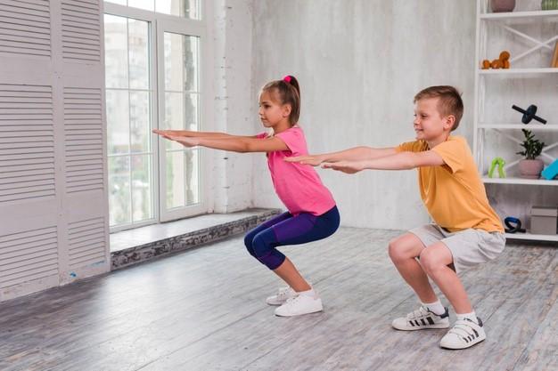 Los médicos aconsejan ejercicio físico a los escolares para lograr una espalda sana