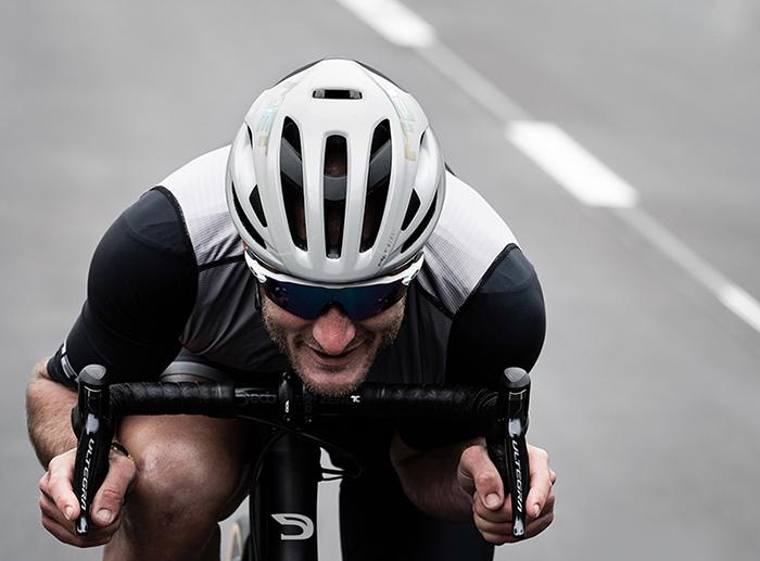 Met añade más eficiencia y seguridad a su icónico casco Rivale