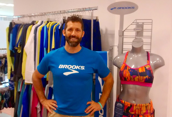 Brooks mantiene su fuerte apuesta por las tiendas offline