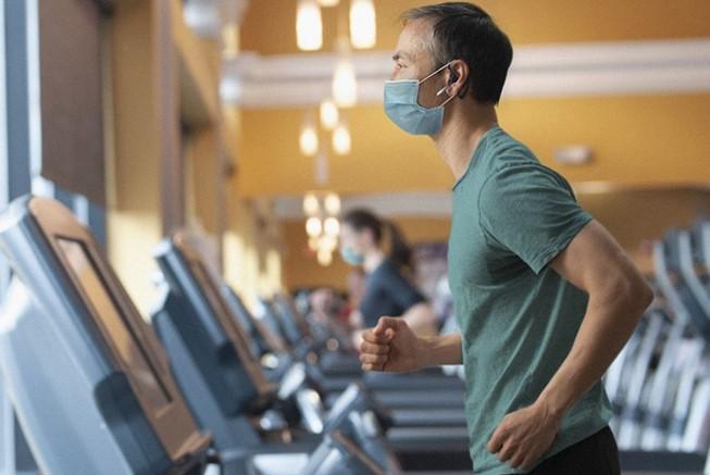 Aseguran que las mascarillas no reducen el oxígeno durante el ejercicio físico