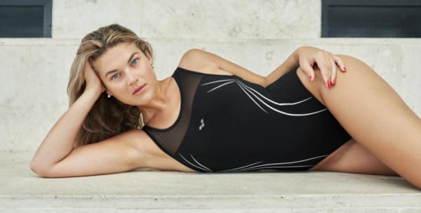 Arena presenta su nueva colección de bañadores femeninos Bodylift