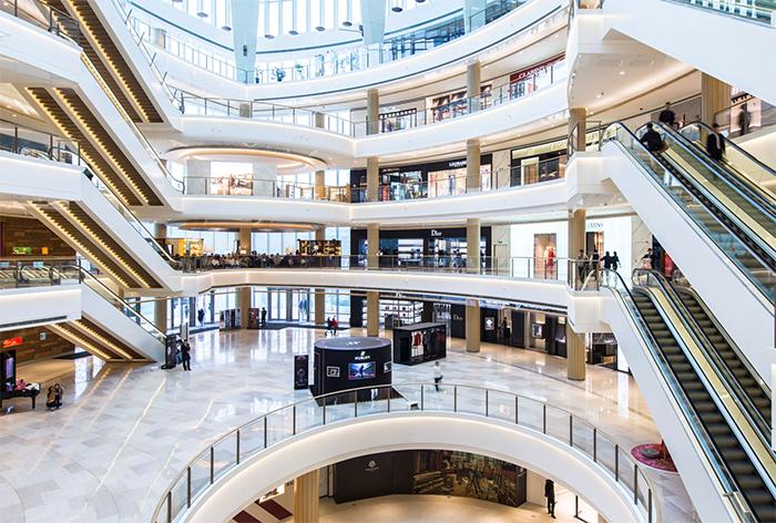 Exigen la reapertura immediata de los centros comerciales en Cataluña