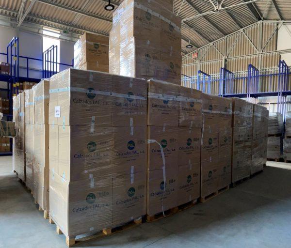 Chiruca dona 4.000 pares de zapatillas para refugiados de Grecia y Bosnia