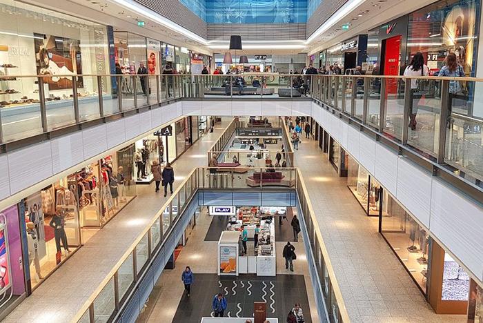 Cataluña reabre los centros comerciales con aforo limitado a partir del lunes