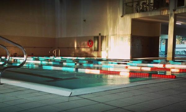 Las piscinas catalanas ahogadas por el límite del aforo
