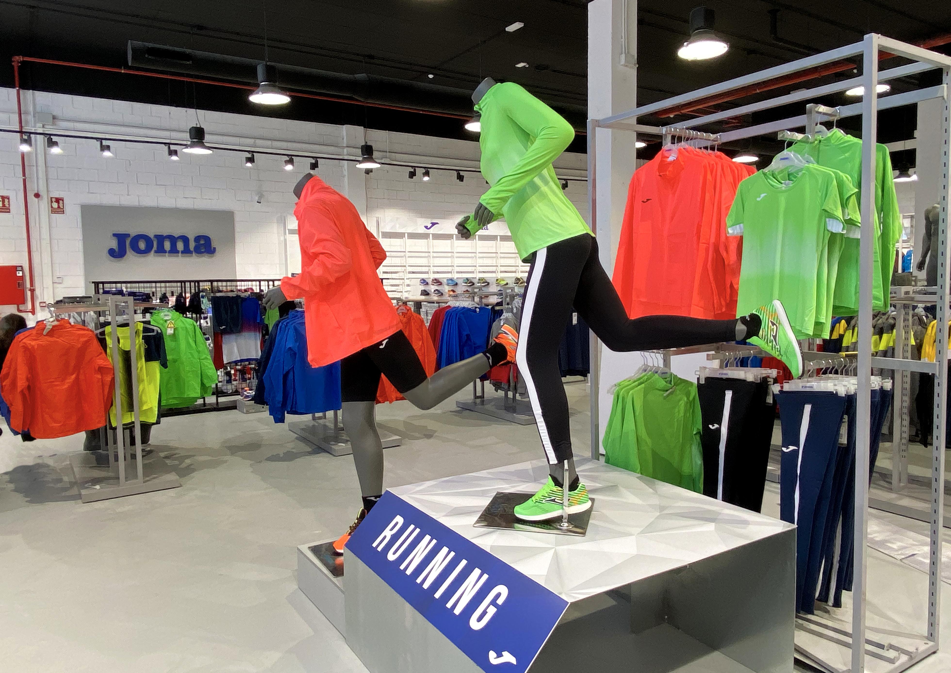 Joma inaugura una tienda propia en La Torre Outlet de Zaragoza
