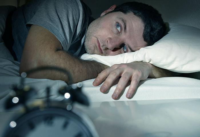Alimentos a evitar por la noche para dormir mejor