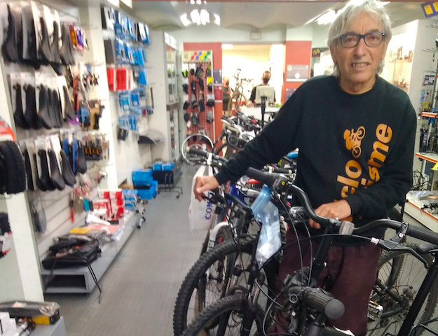 """Ven a las pequeñas tiendas de ciclismo con """"más margen"""" para afrontar la falta de recambios"""