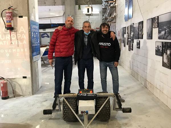 Diseñan un carro eléctrico de varadero para patines a vela