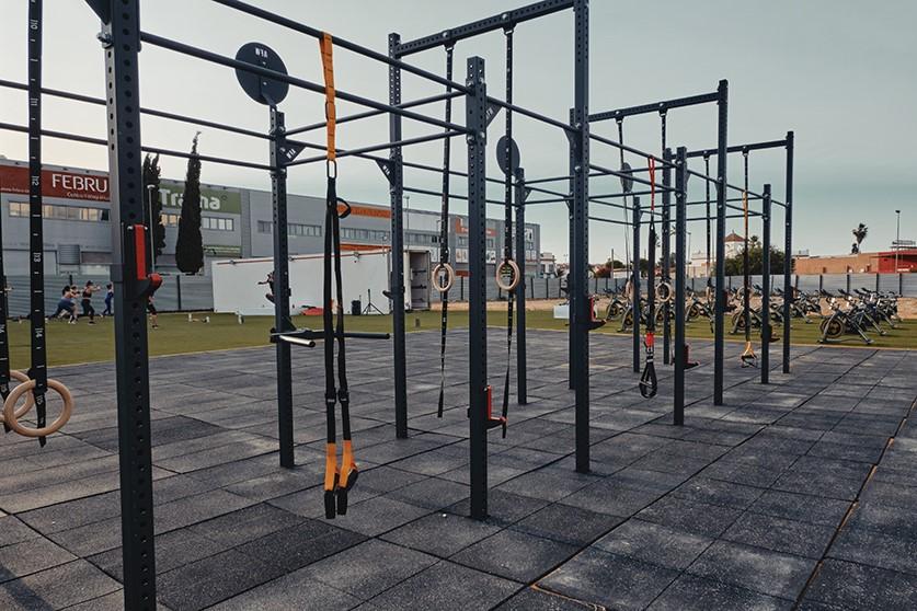 AllFreeWeight equipa un nuevo espacio de fitness outdoor en Ginés, Sevilla