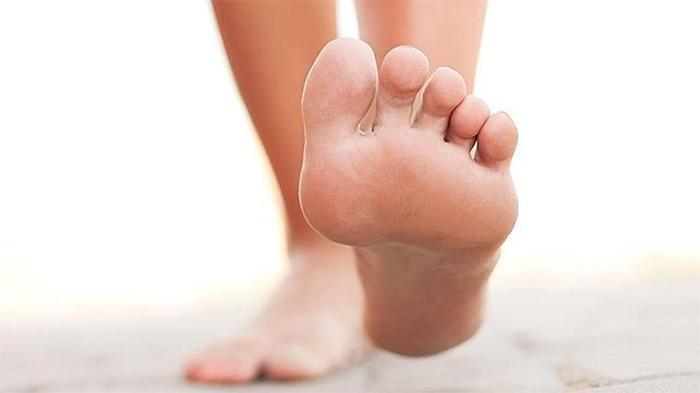5 ejercicios para fortalecer los pies en casa