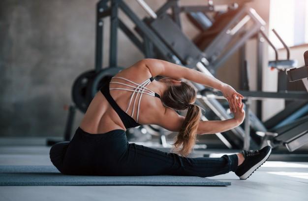 Los mejores ejercicios para corregir la postura encorvada y ganar altura