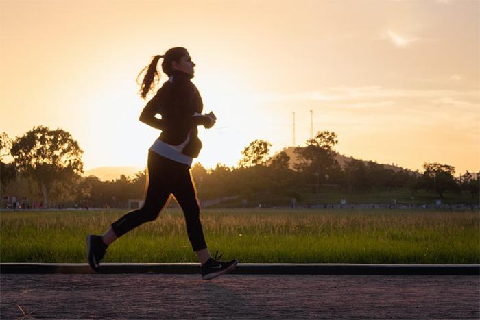 Podólogos advierten de los riesgos de no cuidar los pies al hacer deporte