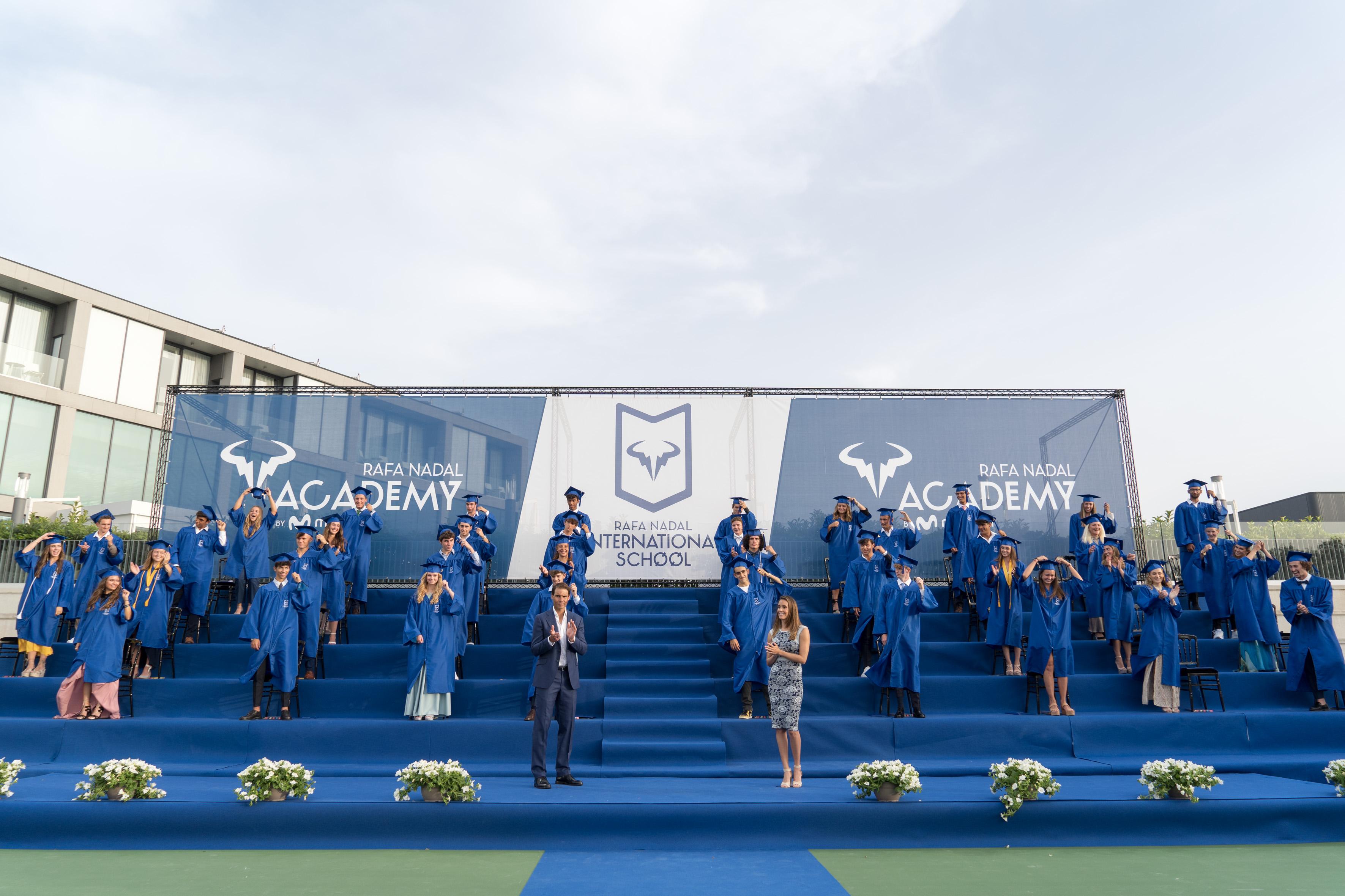 La academia de Rafa Nadal gradúa a 39 estudiantes