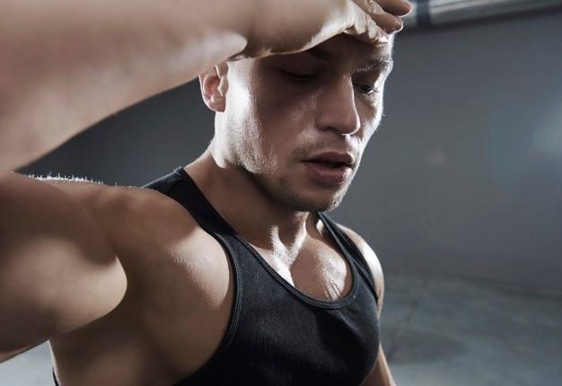 Tras una conmoción cerebral deportiva, mejor no realizar un descanso estricto