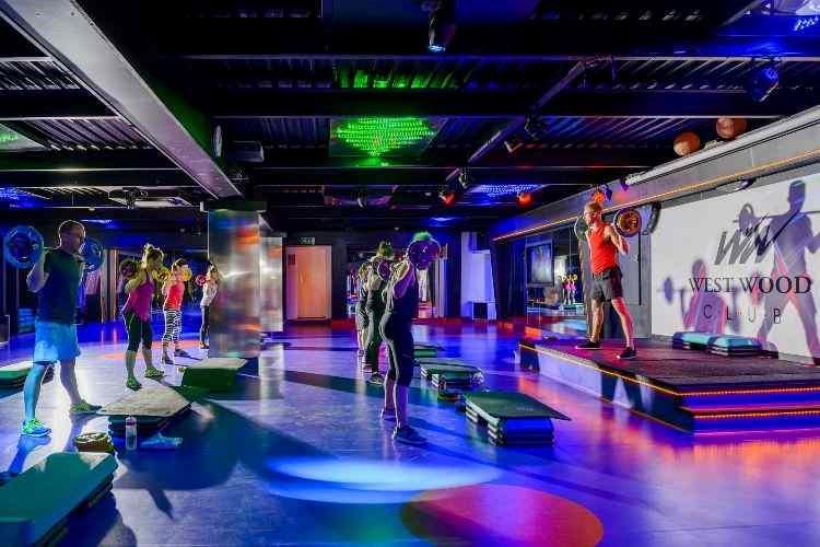 La cadena West Wood Clubs Ireland crea los gimnasios exteriores OutFit Studios