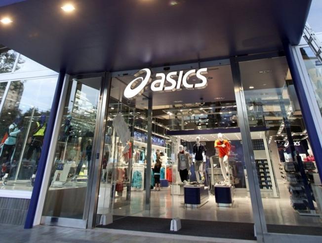Asics 'hace limpieza' en su cartera de clientes en España