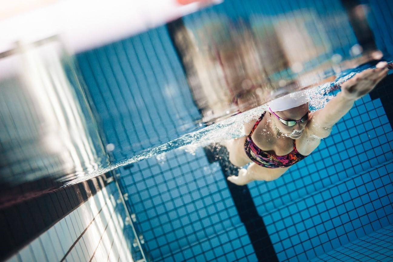 Fluidra recomienda a las piscinas la electrolisis salina y la conectividad