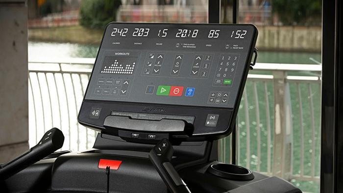 Life Fitness lanza su nueva consola led para la Serie Integrity