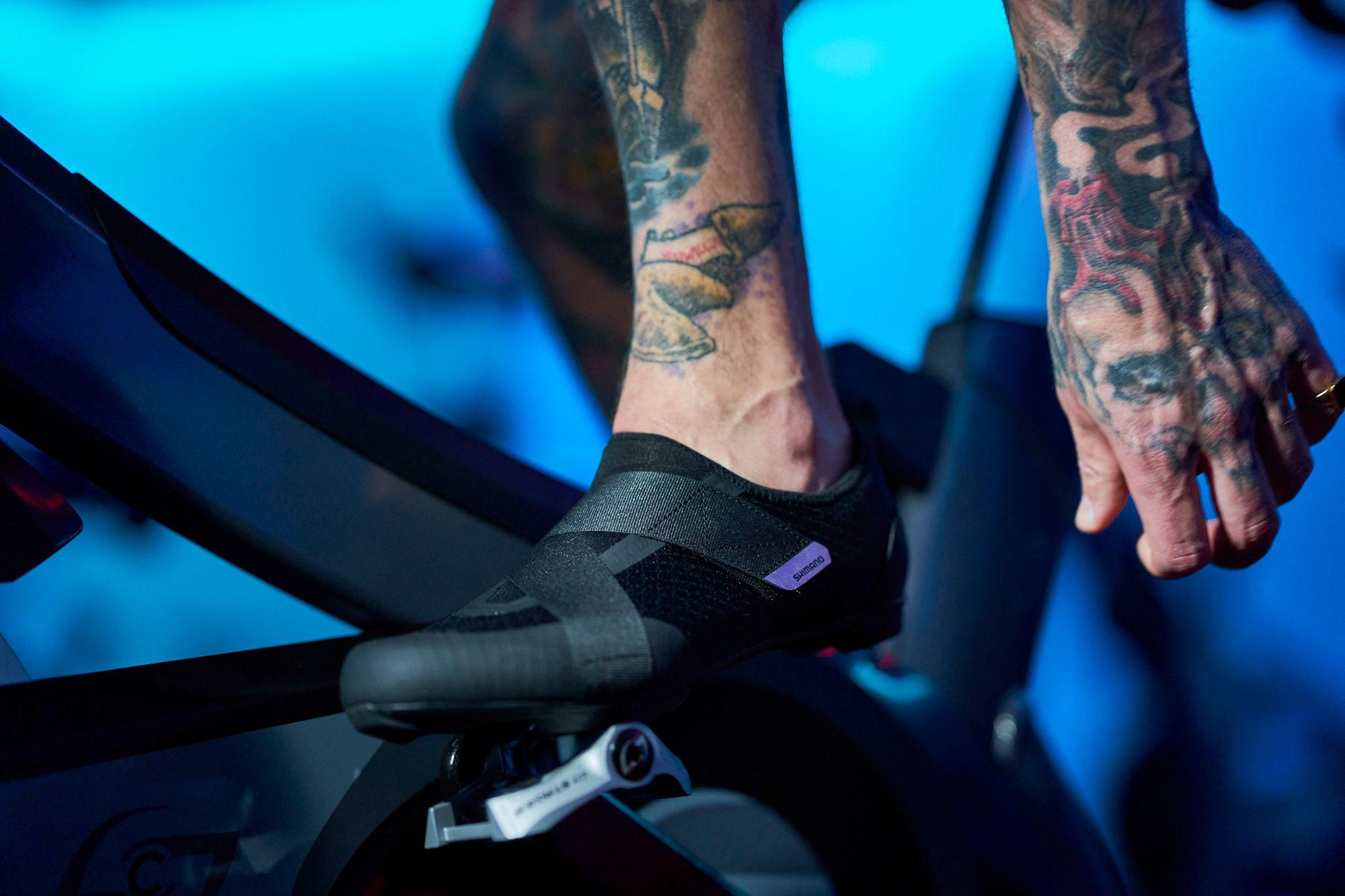Shimano amplía su gama de zapatillas para ciclismo indoor