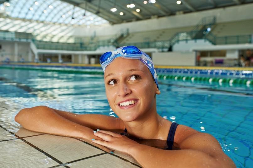 Qué material básico se necesita para iniciarse en la natación